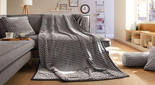 Wohndecke Wellenmeer mit passenden Kissen