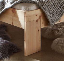 Zirbenbett Bondone mit breiten Holzfüßen