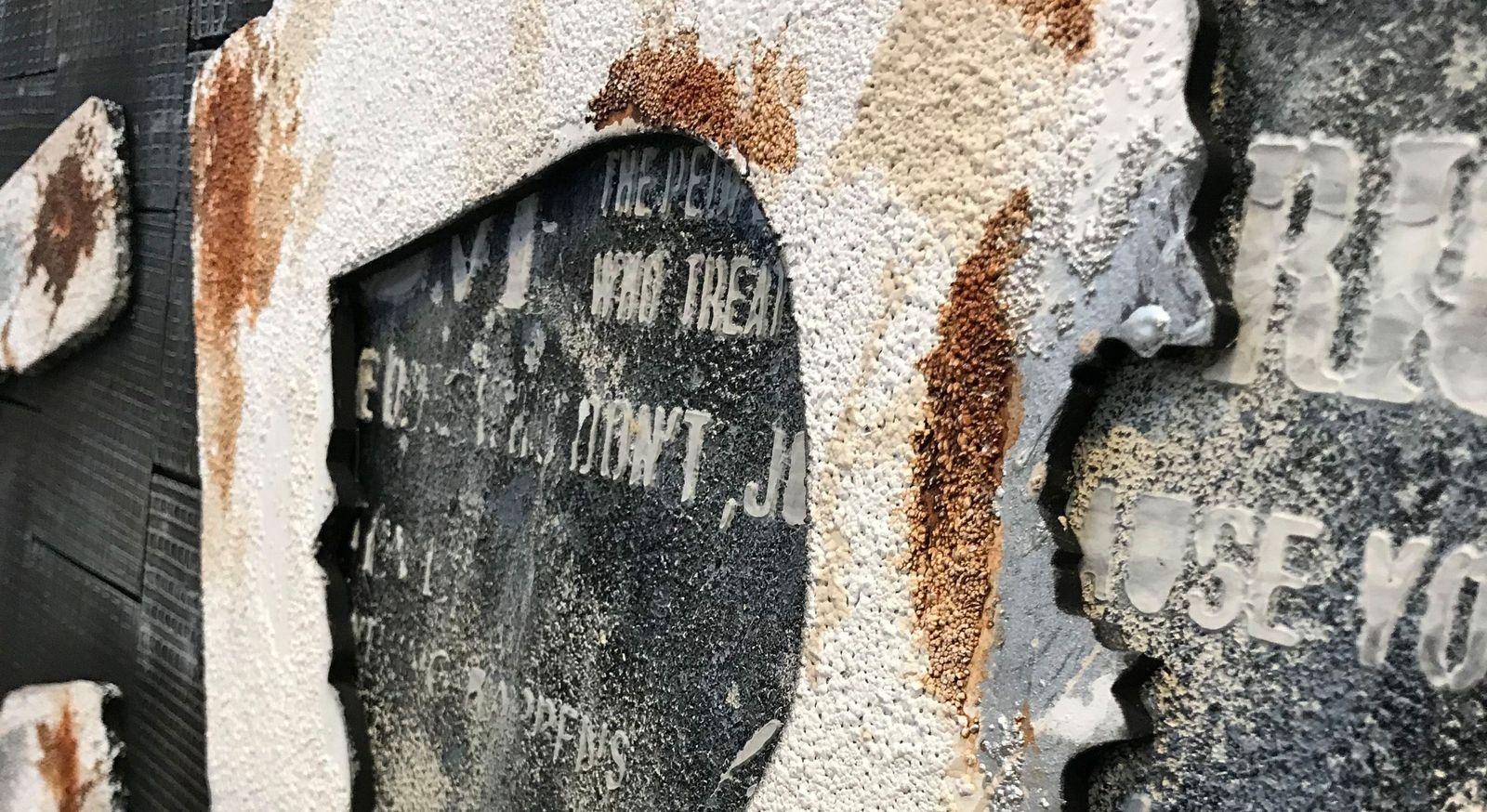 Angesagtes Wandbild Letters I mit Relief-Struktur