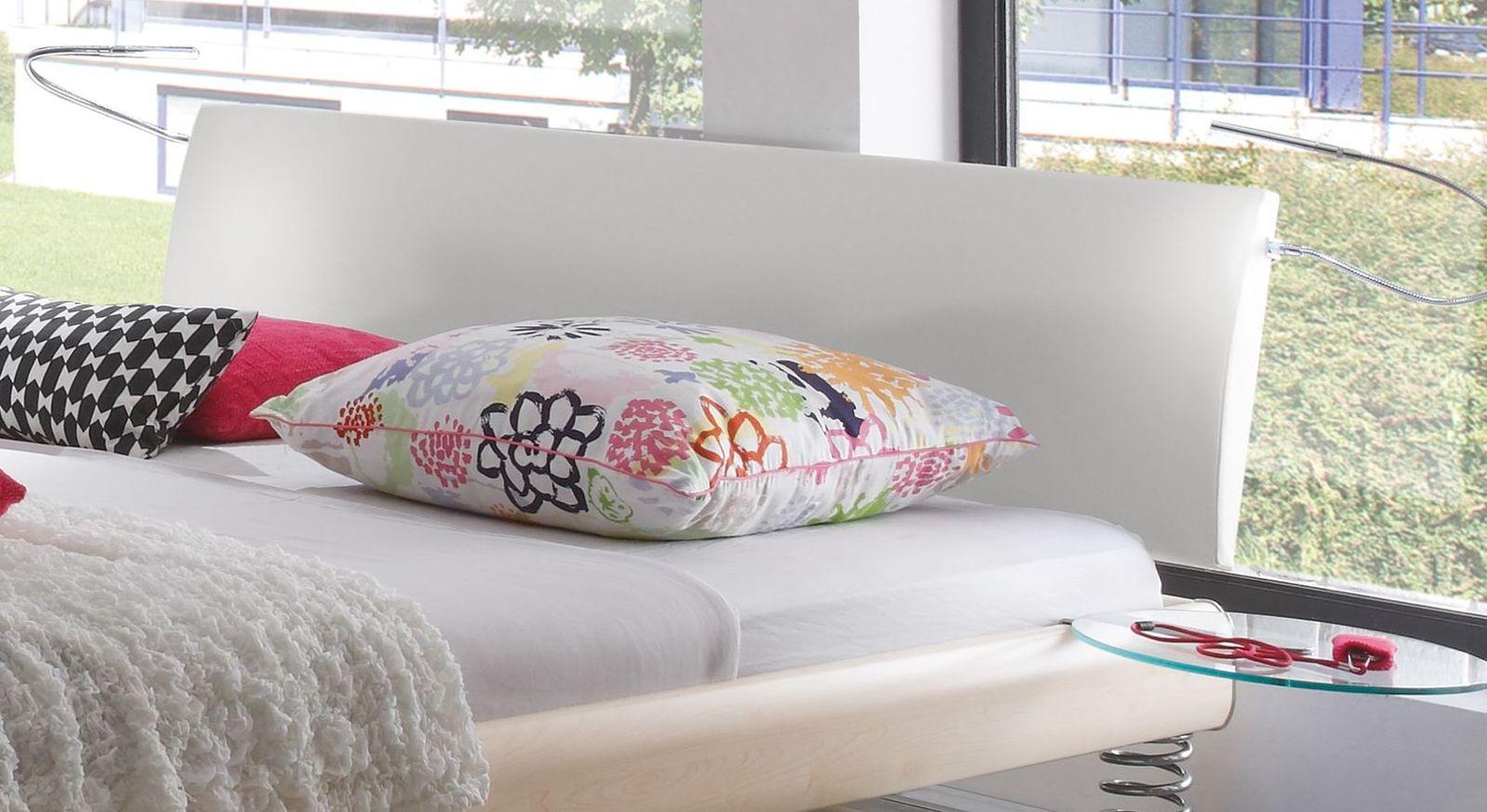 Bett Wereda mit weißem Kunstleder-Kopfteil