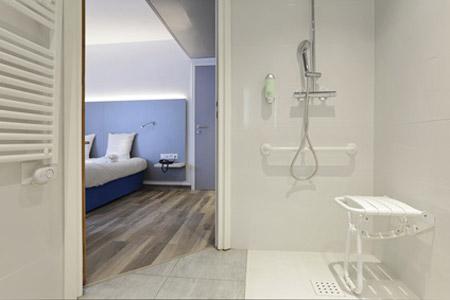 schlafzimmer barrierefrei einrichten infos tipps und checkliste. Black Bedroom Furniture Sets. Home Design Ideas
