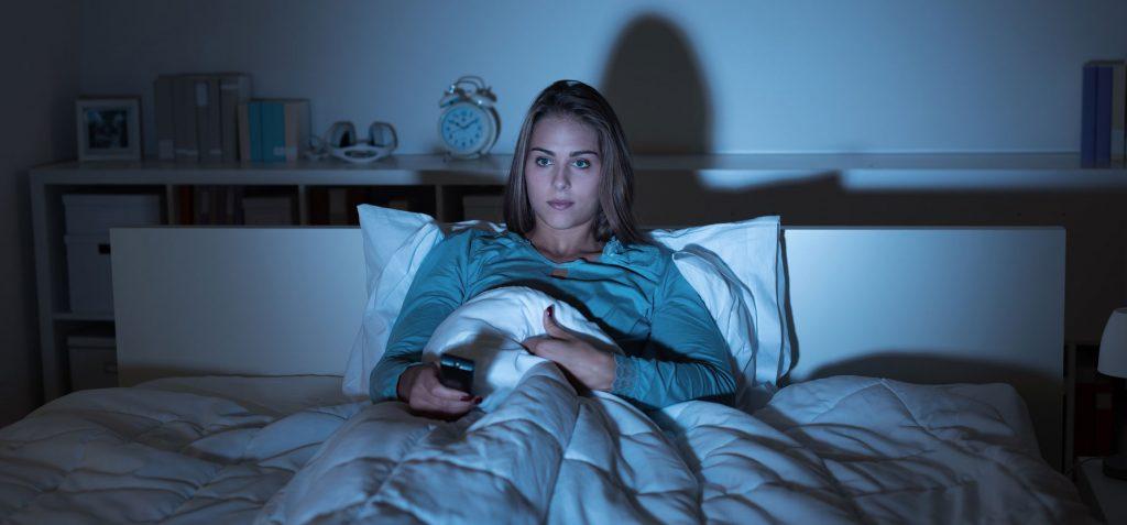 Fernseher im Schlafzimmer – Vor- und Nachteile - BETTEN.de