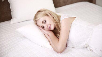 Welche Schlafposition bei welchen Beschwerden? Mehr über gesunde Schlafpositionen - Wie sollte man im Bett liegen?