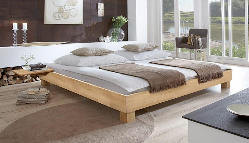 Bett Mit Lackierter Oberfläche