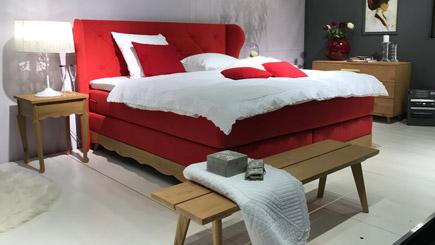 neuer trend im schlafzimmer massivholzbetten aus wildeiche. Black Bedroom Furniture Sets. Home Design Ideas