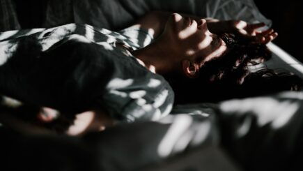 Warum zucken wir beim Einschlafen?
